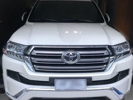 Sell 2nd Hand 2017 Toyota Land Cruiser Automatic Diesel at 400 km in Quezon City