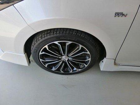 White Toyota Corolla Altis 2015 for sale Automatic