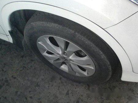 White Honda Cr-V 2012 at 26000 km for sale