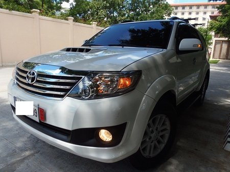 Sell White 2014 Toyota Fortuner Automatic Diesel