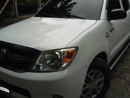 Sell White 2006 Toyota Hilux Manual Diesel at 85600 km