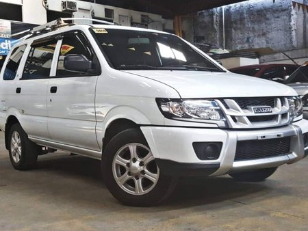White 2017 Isuzu Crosswind Diesel Manual at 21000 km for sale