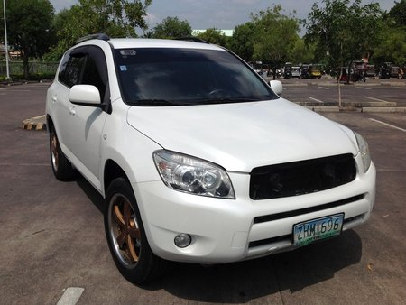 Selling White Toyota Rav4 2007 Automatic in Lucena