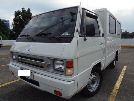 Sell White 2015 Mitsubishi L300 Van at 13000 km