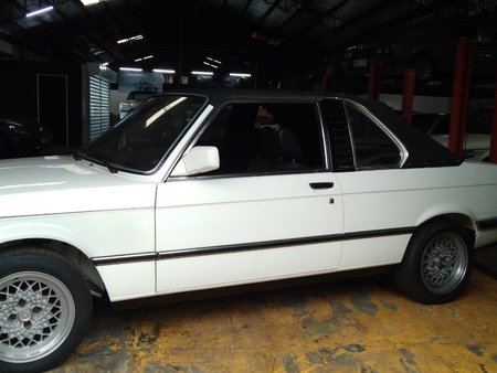 Selling White Bmw 320I 1991 Automatic in Makati
