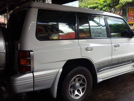 White Mitsubishi Pajero 2000 at 141000 km for sale