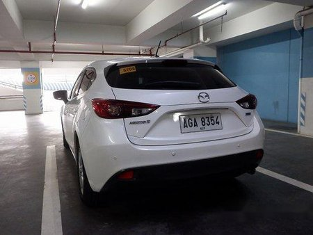 Selling White Mazda 3 2014 Automatic Gasoline at 30000 km