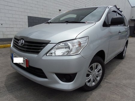 Selling 2015 Toyota Innova Diesel MT in Quezon City