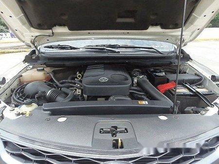 Selling White Mazda Bt-50 2015 at 29000 km