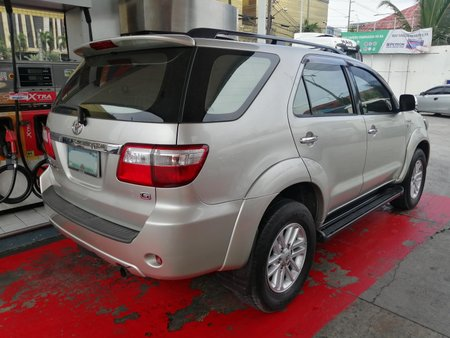 Toyota Fortuner 2010 G 7-seater