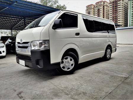 Toyota Hiace 2017 Van at 28000 km for sale