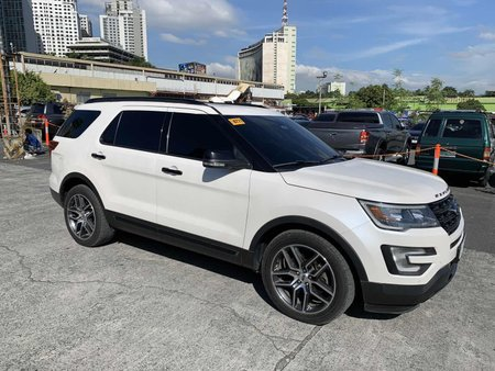 Selling Pearl White Ford Explorer 2016 in Pasig