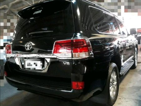 Selling Toyota Land Cruiser 2010 in Manila