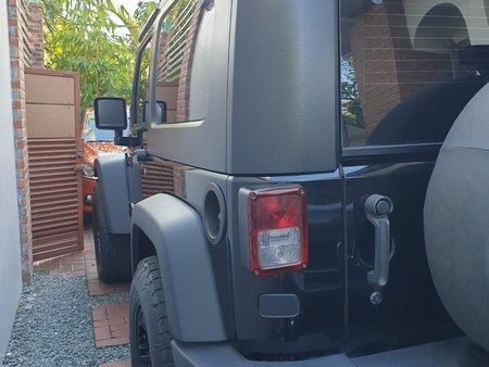 Selling Jeep Wrangler rubicon 2010 in Pasig