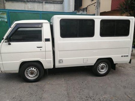 Selling White Mitsubishi L300 2013 in Quezon City
