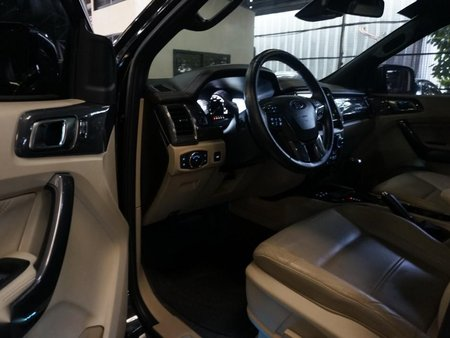 Selling Black Ford Everest 2016 in Pasig