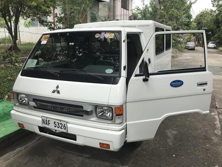 2017 Mitsubishi L300 FB DELUXE