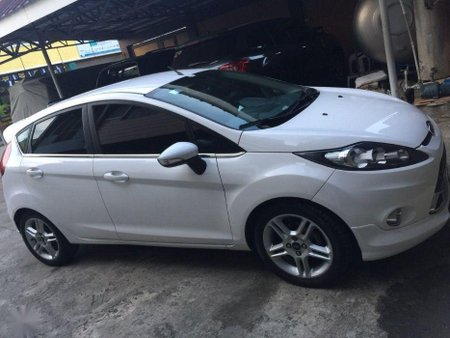 Selling White Ford Fiesta 2012 in Manila
