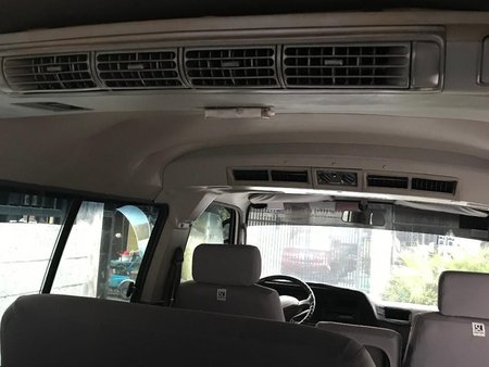 Selling White Nissan Urvan 2015 in Manila