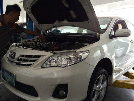 Pearl White Toyota Corolla altis 2012 for sale in Automatic