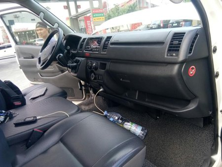 Selling White Toyota Hiace 2016 in Manila