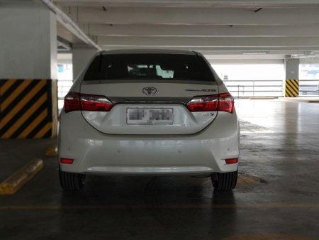 White Toyota Corolla altis 2015 for sale in Automatic