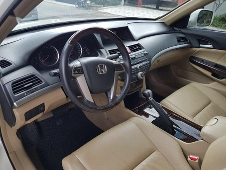 Selling White Honda Accord 2009 in Manila
