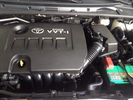 Selling White Toyota Corolla Altis 2015 at 19000 km