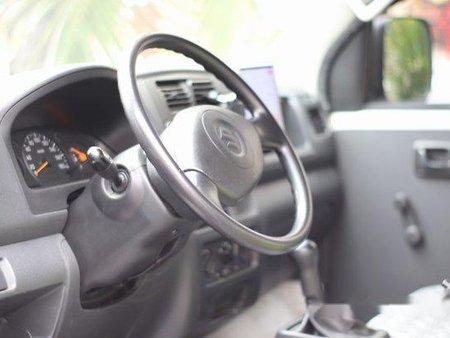 White Suzuki Apv 2017 at 25000 km for sale