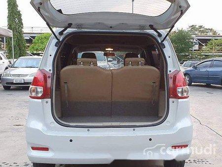 Selling White Suzuki Ertiga 2018 in Makati
