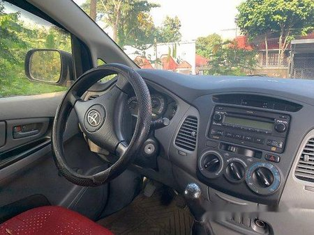 Selling Silver Toyota Innova 2006 at 152000 km