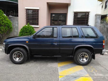 Selling Blue Chrysler Executive 1997 SUV / MPV in Manila