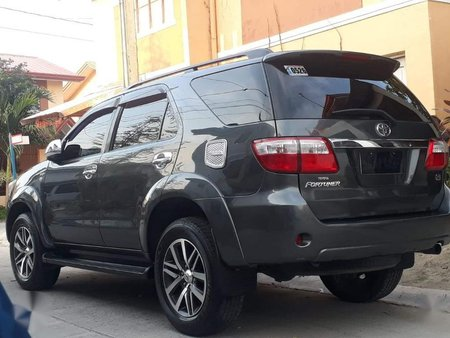 Black Toyota Fortuner 2011 for sale in Manual