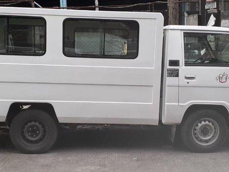 Selling White Mitsubishi L300 2011 in Manila