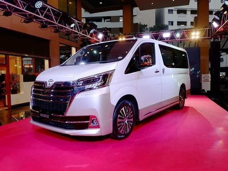 Sell White Toyota Alphard in Manila