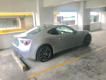 Selling White Toyota 86 2013 in Manila