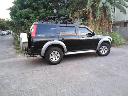 Black Ford Everest 2009 for sale in Manual