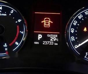 Selling White Toyota Corolla Altis 2014 at 24000 km