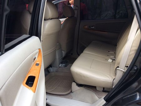 Black Toyota Innova 2011 for sale in Automatic