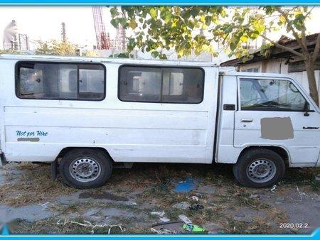 White Mitsubishi Fuso 2000 for sale in Automatic