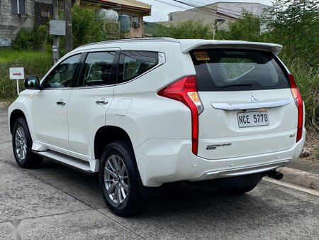 Selling White Mitsubishi Montero sport in Parañaque