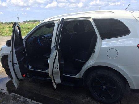 Selling White Hyundai Santa Fe for sale in Cabanatuan