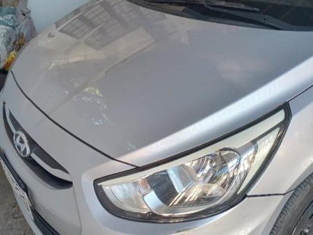 Selling Silver Hyundai Accent in Marikina