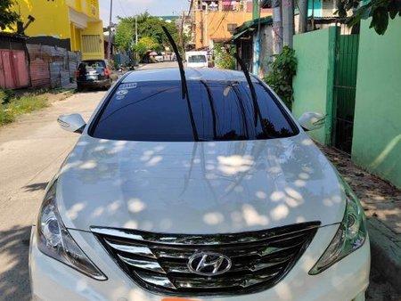 White Hyundai Sonata for sale in Quezon City