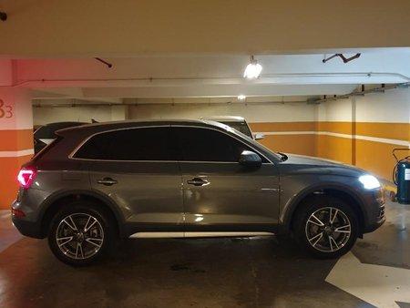 Selling Grey Audi Q5 for sale in Makati