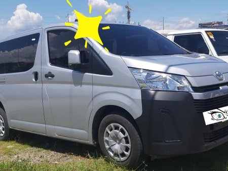 Toyota Hiace Commuter Deluxe 2020