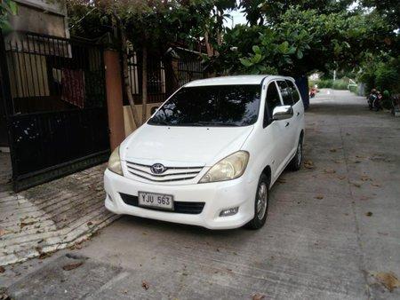 Selling White Toyota Innova in Liloan