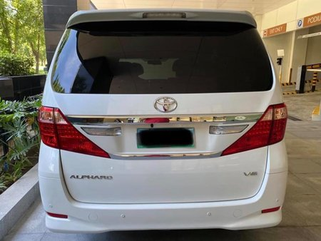Sell White Toyota Alphard in Quezon City