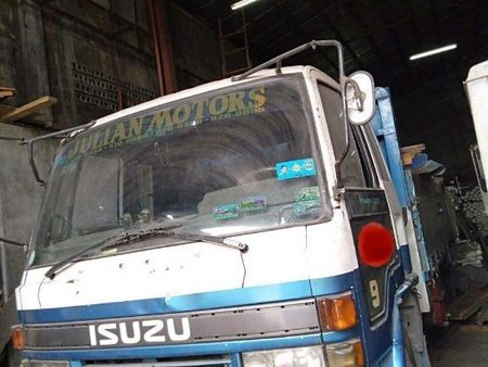 Isuzu Elf Minibus