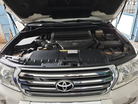Pearl White Toyota Land Cruiser for sale in Marikina